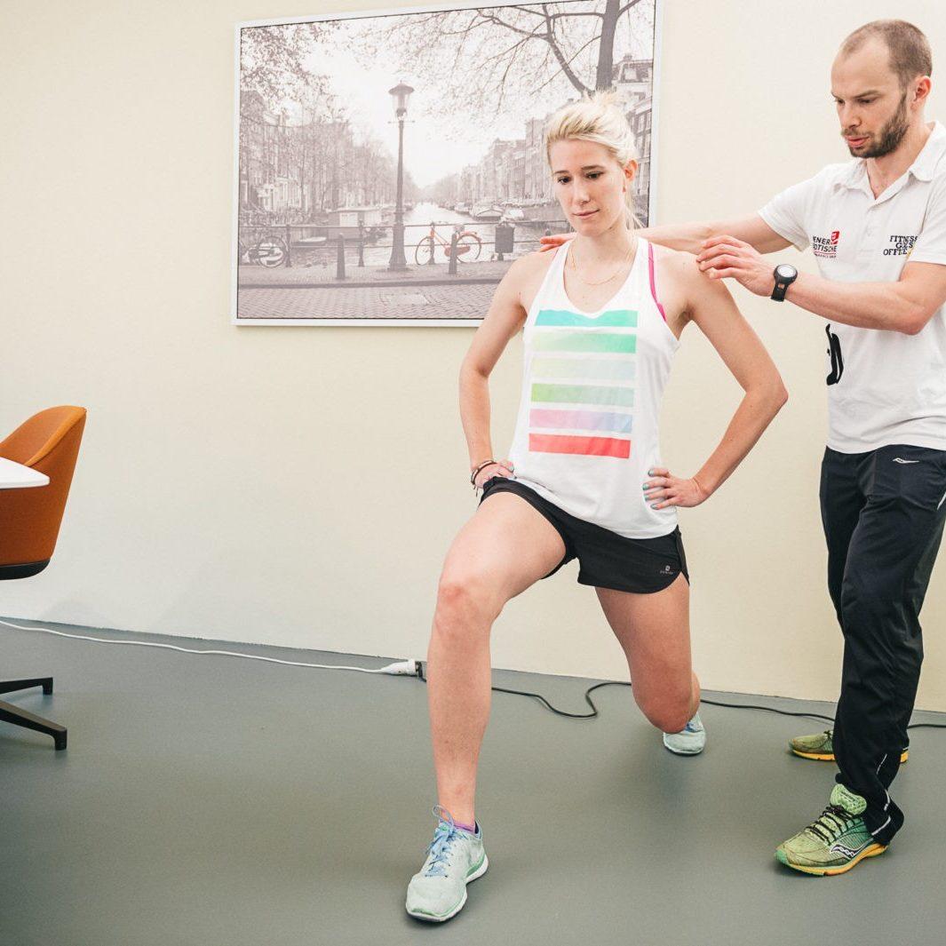 FitnessGoesOffice Coaches trainieren Mitarbeiter*innen im Büro und unterstützen sie online und live.